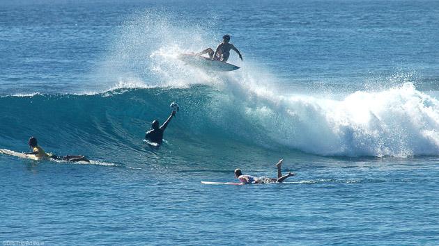 Séjour surf en bateau sur les meilleurs spots des Maldives