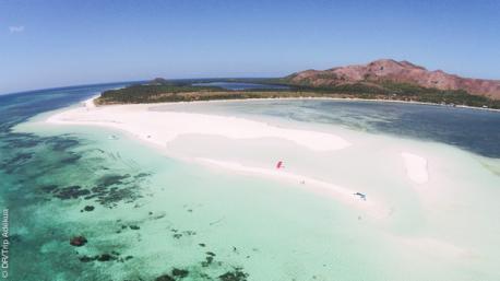 Sable blanc, conditions de vent idéales et mer translucide pour profiter du kite surf !