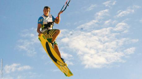 Location de matériel ou cours de kitesurf : un séjour sur mesure aux Philippines, quel que soit votre niveau