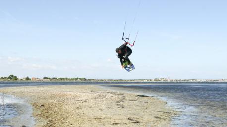 Des cours intensifs de kite avec un moniteur diplômé pour s'initier ou progresser