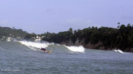 belle vague pour le stand up paddle au Brésil à Tibau