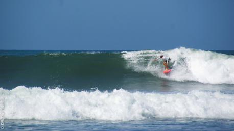 Un séjour pour apprendre le surf sur les eaux cristallines de Nusa Lembongan, près de Bali