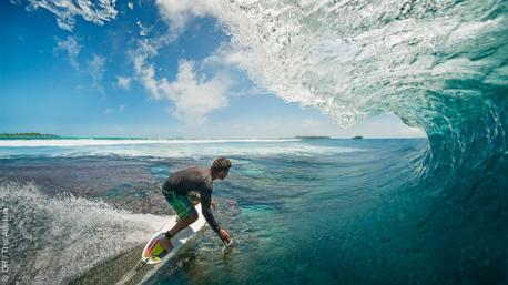 Surf trip à la recherche des meilleures vagues des Maldives