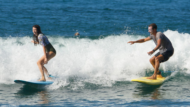 Progressez en surf dans les vagues chaudes de Martinique