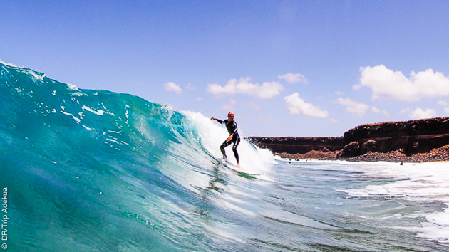 Surfez les plus belles vagues de Fuertevnetura avec ce séjour en couple aux Canaries